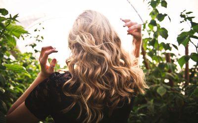 La primavera tu cabello también altera. Te damos la solución