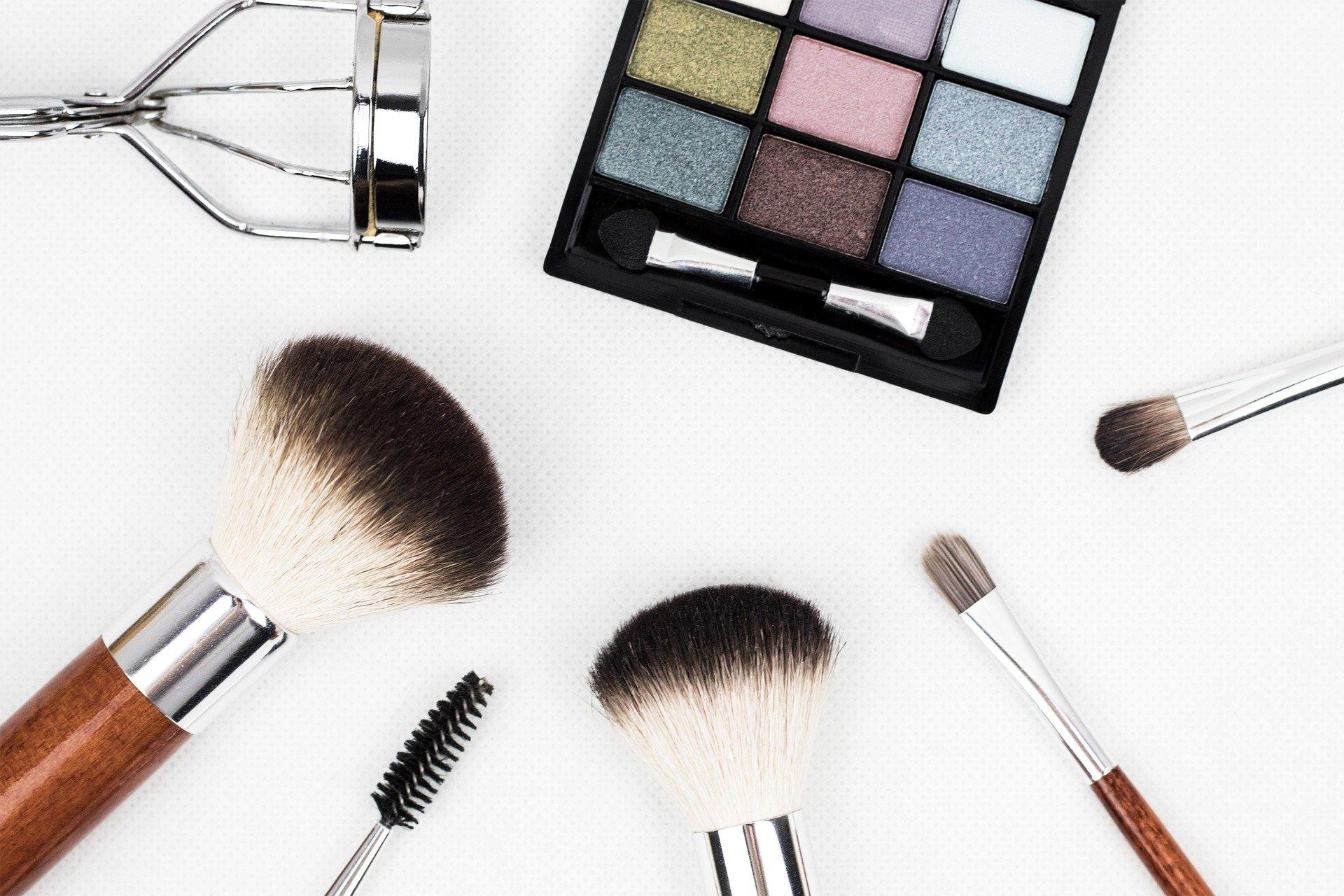 Brochas de Maquillaje en Carnaval con Farmacia Ciudad Alta